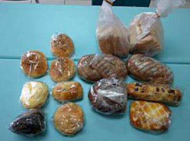 12.10永順汽車捐贈一批麵包.png