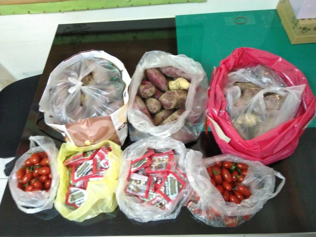 1.30賴小姐捐贈地瓜、小番茄、南棗核桃糕.jpg