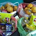 2.18賴小姐捐贈水果.餅乾.糖果.jpg