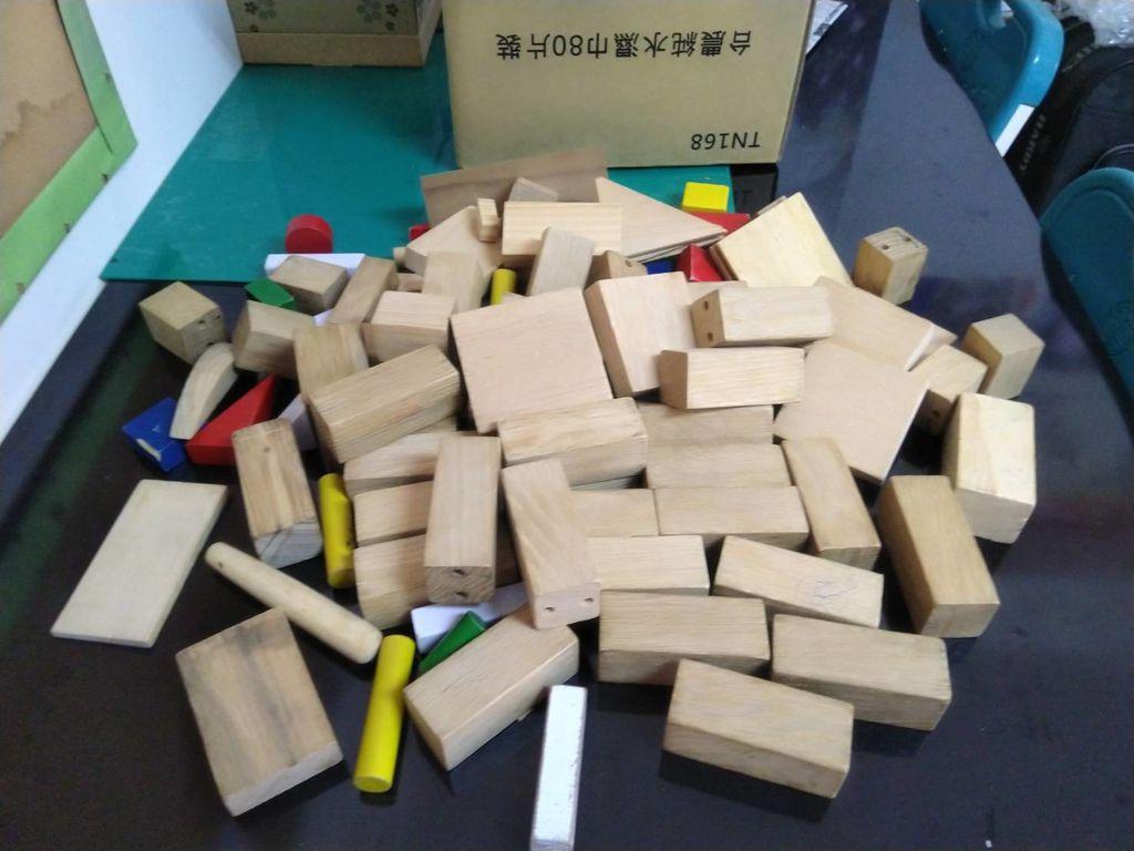 2.25林敬秉先生捐贈積木.jpg