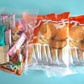 2.19姊妹中西式早餐捐贈餅乾,糖果.jpg