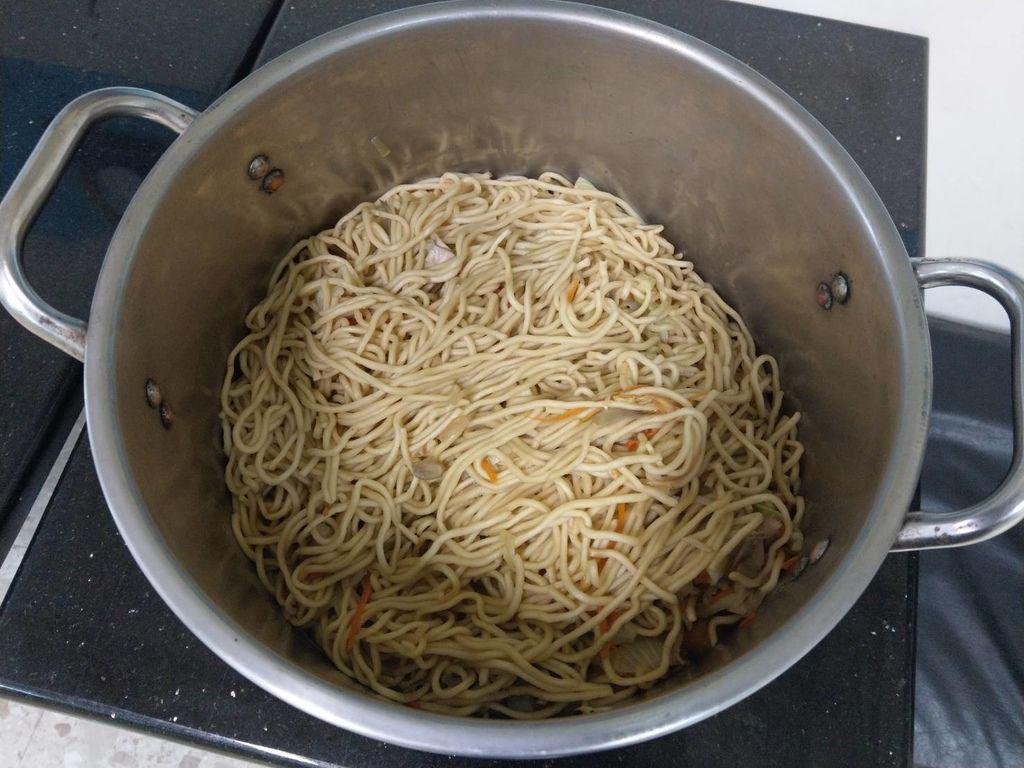 3.16韓國食堂捐贈炒麵.jpg