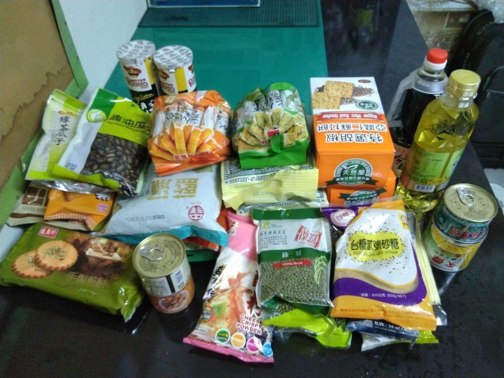 5.6賴小姐捐贈點心、食材一批.jpg