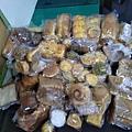 0608羅娃捐贈麵包一批.jpg