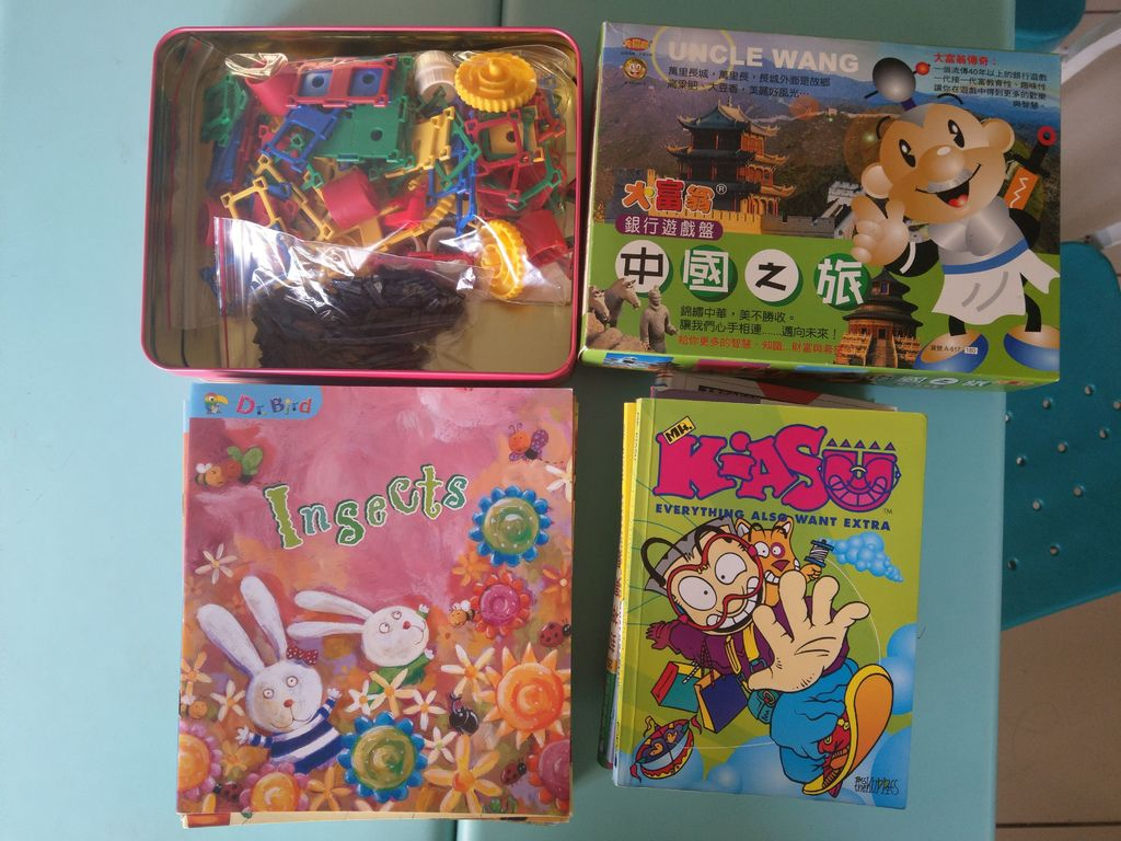 11.29台北市文山區趙慧琪小姐捐贈英文圖書與玩具一箱.jpg
