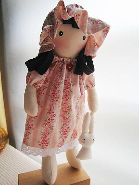客訂粉紅玫瑰姐妹鄉村娃娃(4).JPG