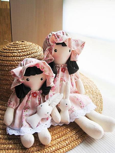 7+8號客訂粉紅玫瑰姐妹鄉村娃娃(5).JPG