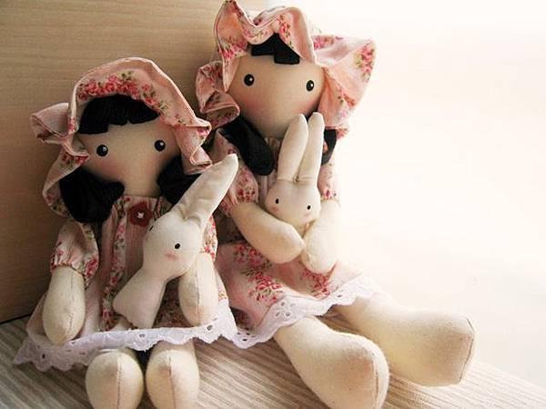 7+8號客訂粉紅玫瑰姐妹鄉村娃娃(9).JPG