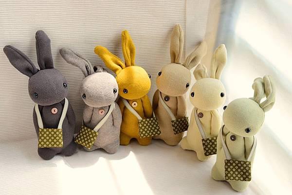 襪子娃娃140~145號大地色系學生兔 (2)