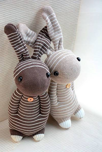 襪子娃娃156號咖啡條紋兔 (1)