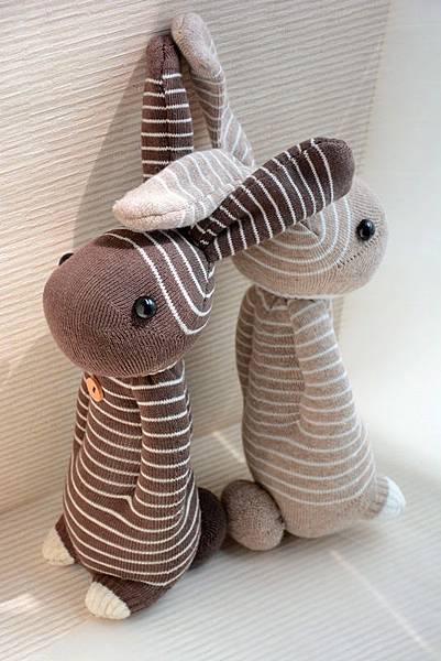 襪子娃娃156號咖啡條紋兔 (2)