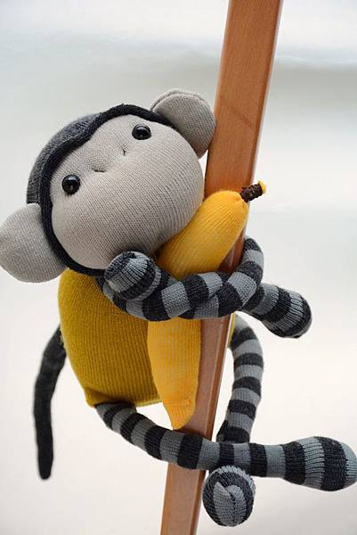 襪子娃娃163號黃芥末灰紋小猴 (1)