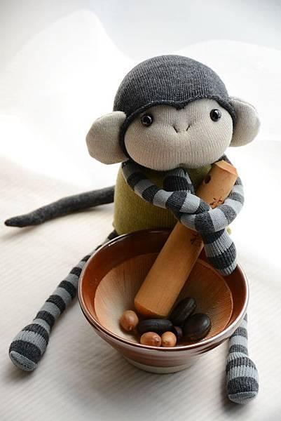 襪子娃娃164號軍綠灰紋小猴 (1).JPG