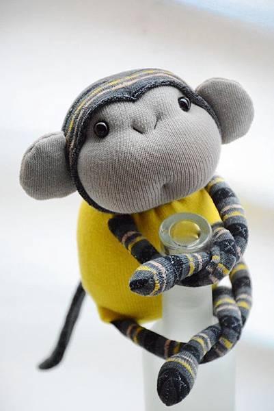 襪子娃娃165號亮黃灰紋小猴 (1)