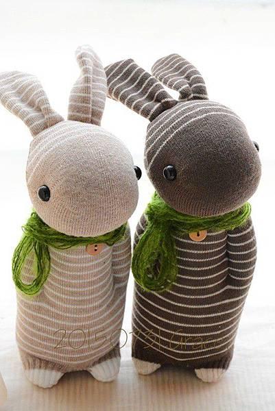 襪子娃娃218號卡其條紋兔+219號咖啡條紋兔1
