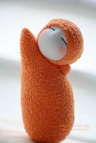 襪子娃娃299號亮橘貝比迷你午安枕 (1)