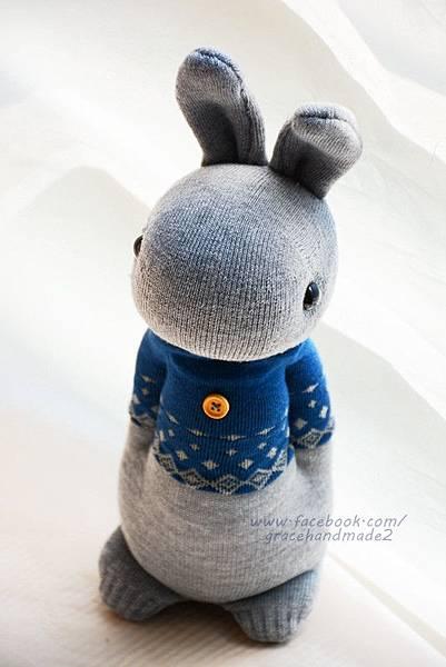 襪子娃娃325號藍T多米灰兔 (2)