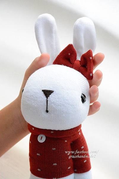 襪子娃娃401號紅T白多米兔