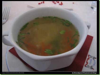 0526  晚餐 - 蒜烤鱒魚 in hotel (4)