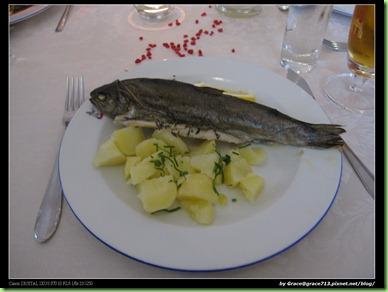 0526  晚餐 - 蒜烤鱒魚 in hotel (8)