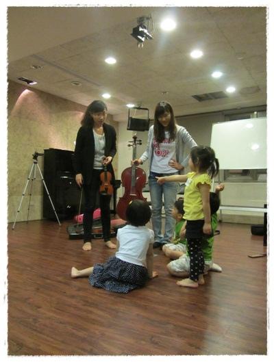 ﹝3Y9M3W3D﹞暢遊音樂王國 第一堂『小提琴與大提琴』@音樂理想國 (11)