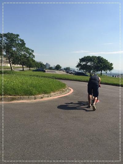 安娜愛上學✿‿✿圖畫日記:學騎雙輪腳踏車 (5).jpg