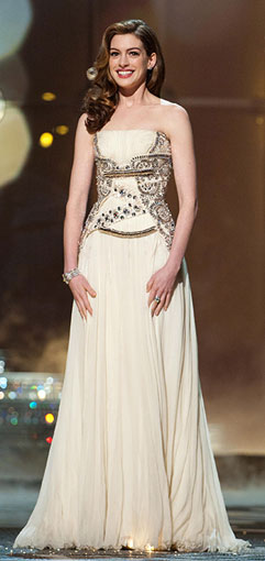 Anne-Hathaway-Oscar-dress1_241.jpg