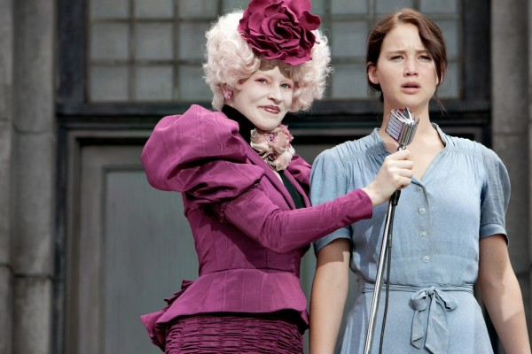 Elizabeth-Banks-and-Jennifer-Lawrence-in-The-Hunger-Games-600x400