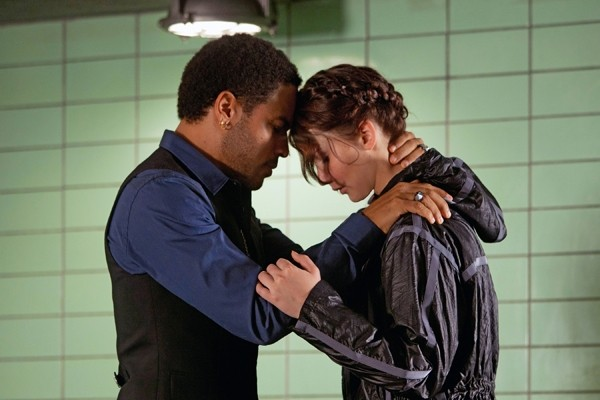 hunger-games-cinna-katniss1