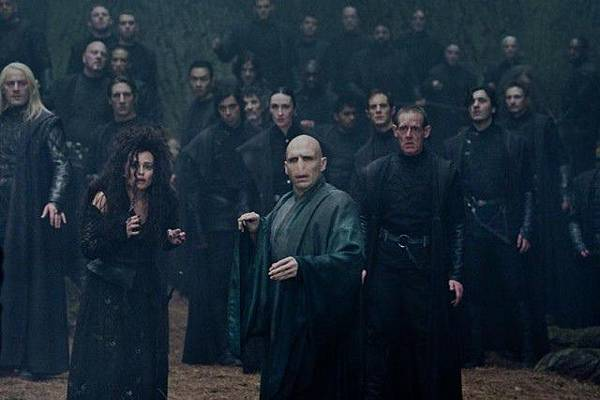 Voldemort-s-Army-harry-potter-and-the-deathly-hallows-part-2-24315907-640-426.jpg