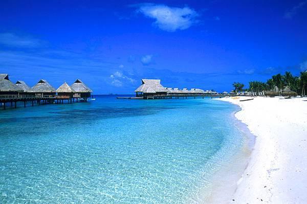 the-most-beautiful-island-in-the-world-bora-bora-decent-traveller.jpg