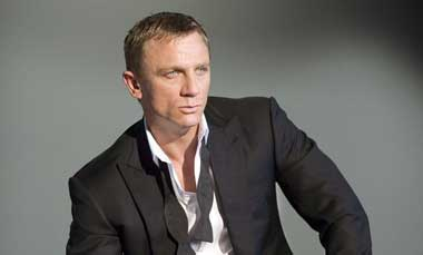 daniel-craig-james-bond-007-tuxedo-great-british-movie-event-x380.jpg