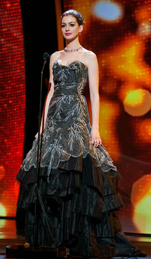 Anne-Hathaway-Oscar-dress2_298.jpg