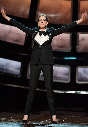 Anne-Hathaway-Oscar-tux_353.jpg