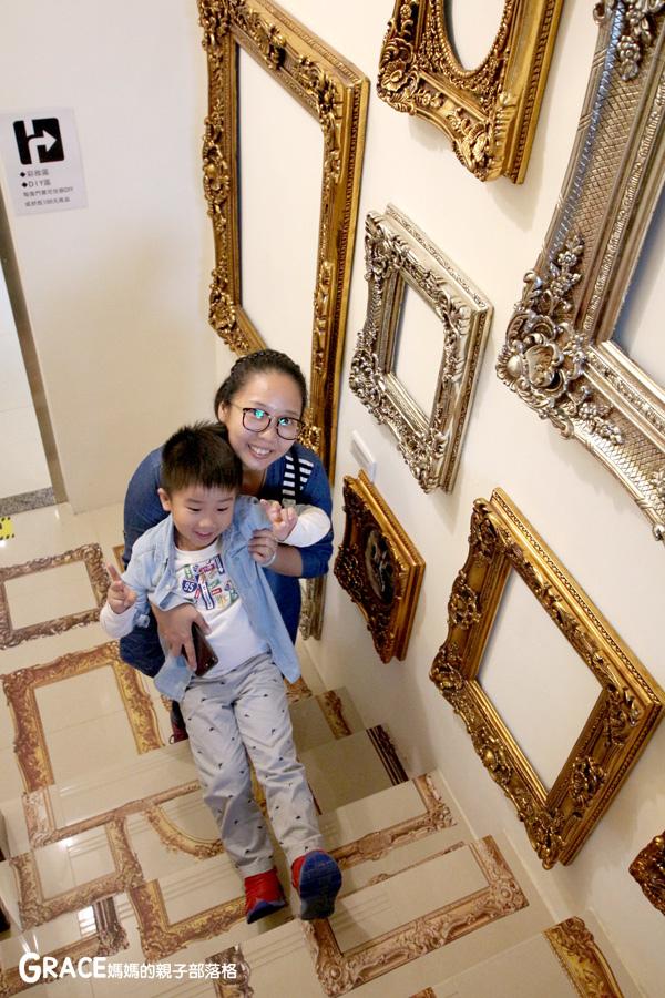 宜蘭新景點-畫框博物館-兒童版藝術史-美育學習-油畫如何辨識-顛倒畫框-IG打卡紀念照地點-雨天怎麼玩-數字油畫-5種DIY-手指動一動-grace媽媽 (37).jpg