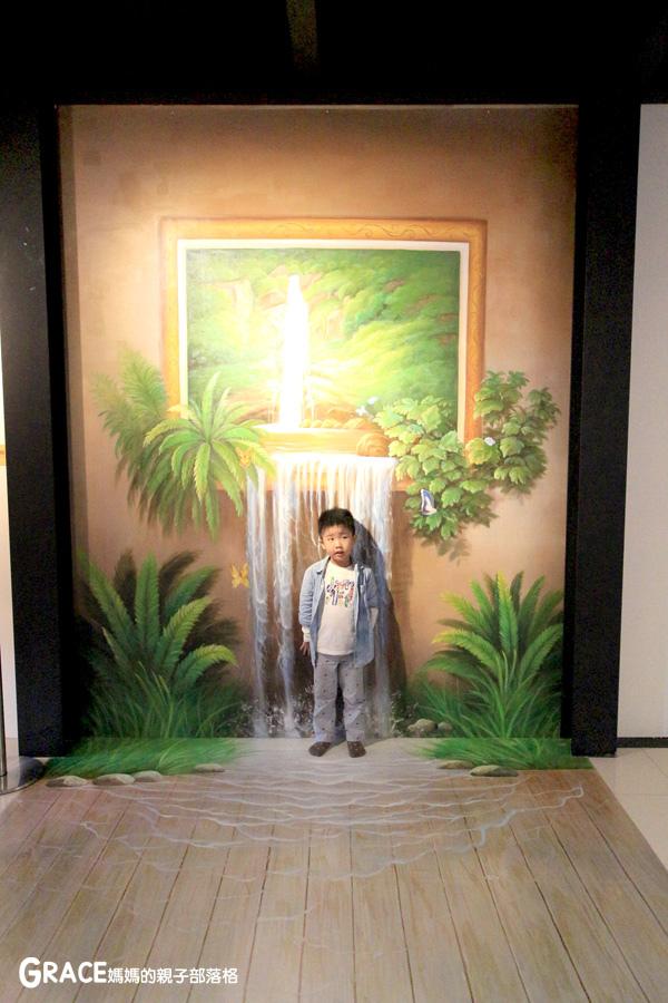 宜蘭新景點-畫框博物館-兒童版藝術史-美育學習-油畫如何辨識-顛倒畫框-IG打卡紀念照地點-雨天怎麼玩-數字油畫-5種DIY-手指動一動-grace媽媽 (42).jpg