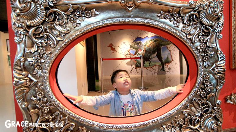 宜蘭新景點-畫框博物館-兒童版藝術史-美育學習-油畫如何辨識-顛倒畫框-IG打卡紀念照地點-雨天怎麼玩-數字油畫-5種DIY-手指動一動-grace媽媽 (49).jpg