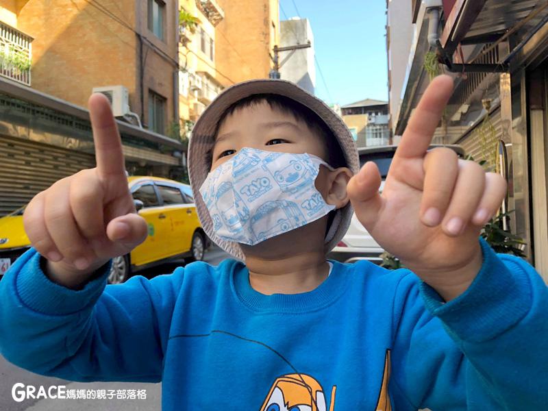 快潔適TAYO系列-不織布一次性的4層防護口罩-5到10歲使用-品質很好-質地細緻-騎機車必備品-grace媽媽 (13).jpg