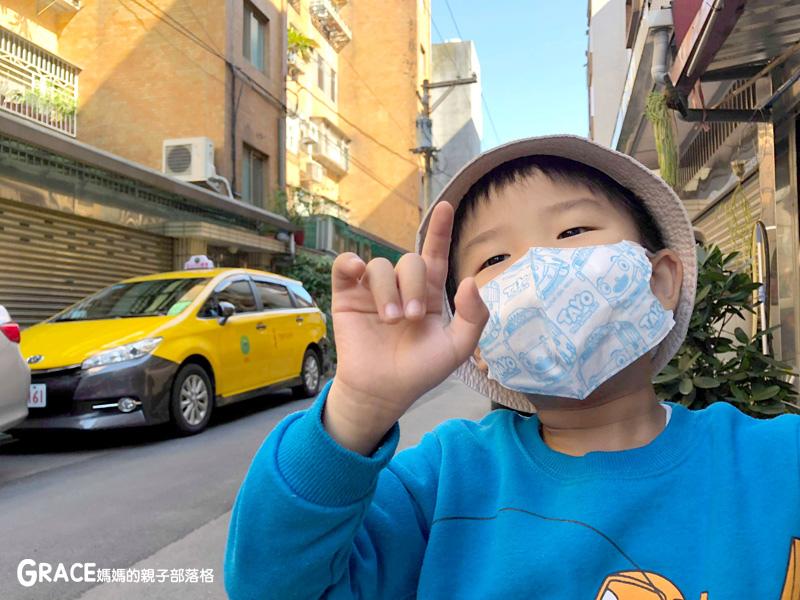 快潔適TAYO系列-不織布一次性的4層防護口罩-5到10歲使用-品質很好-質地細緻-騎機車必備品-grace媽媽 (16).jpg