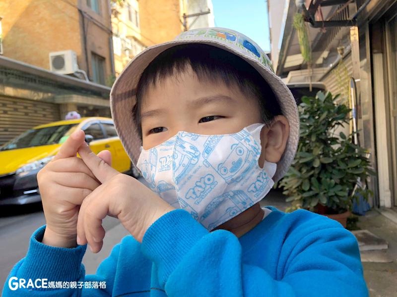 快潔適TAYO系列-不織布一次性的4層防護口罩-5到10歲使用-品質很好-質地細緻-騎機車必備品-grace媽媽 (10).jpg