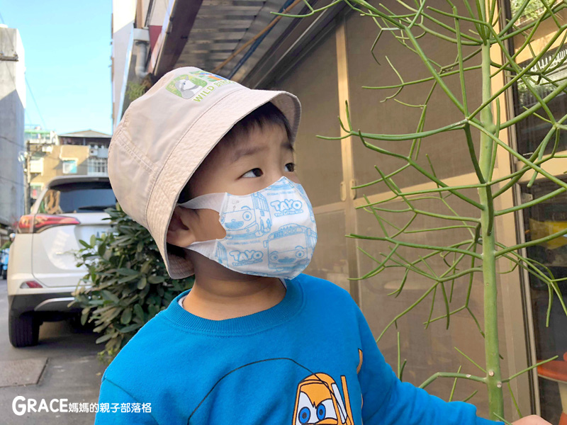 快潔適TAYO系列-不織布一次性的4層防護口罩-5到10歲使用-品質很好-質地細緻-騎機車必備品-grace媽媽 (8).jpg