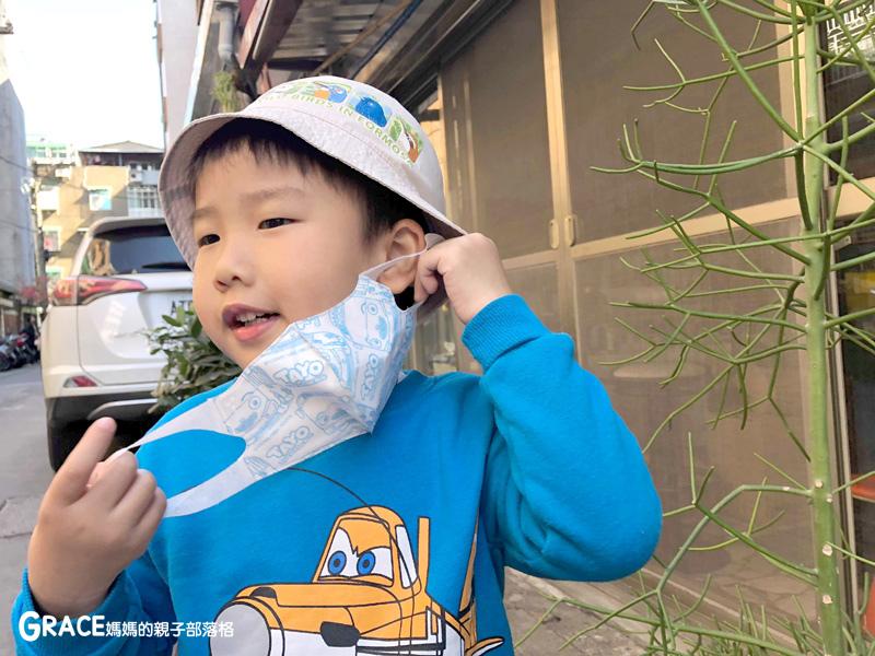 快潔適TAYO系列-不織布一次性的4層防護口罩-5到10歲使用-品質很好-質地細緻-騎機車必備品-grace媽媽 (6).jpg
