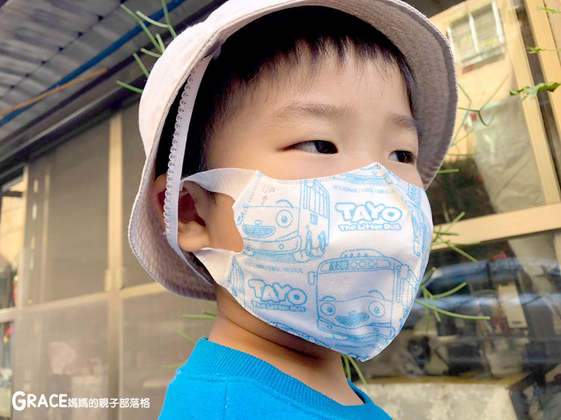 快潔適TAYO系列-不織布一次性的4層防護口罩-5到10歲使用-品質很好-質地細緻-騎機車必備品-grace媽媽 (4).jpg