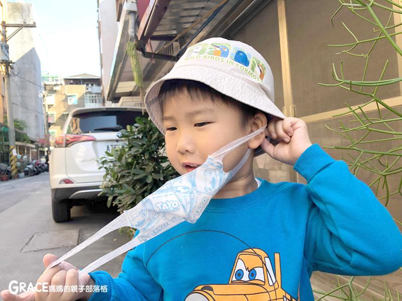快潔適TAYO系列-不織布一次性的4層防護口罩-5到10歲使用-品質很好-質地細緻-騎機車必備品-grace媽媽 (5).jpg