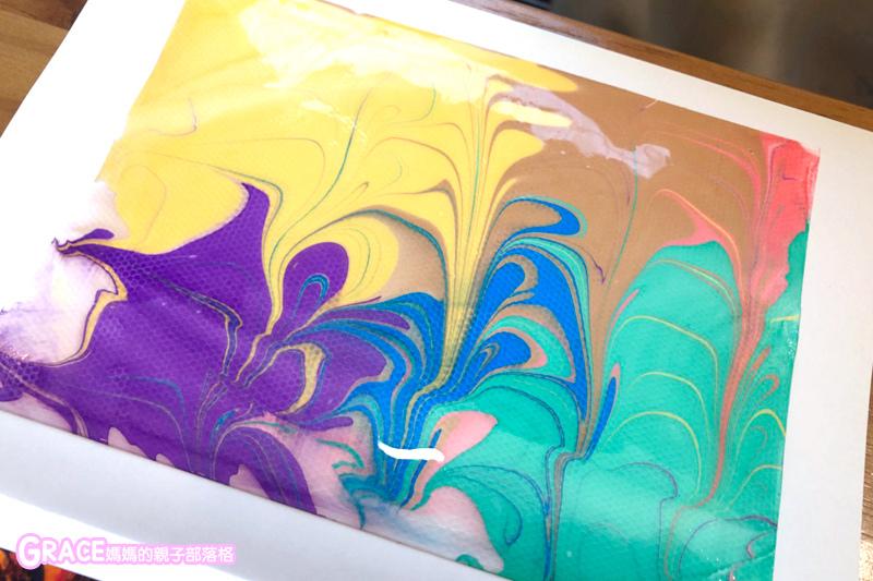 寒假暑假周休2日放假溜小孩親子旅行旅遊好玩景點分享推薦行程-表現技法-好玩浮水畫DIY-水拓畫-小小畢卡索-不用筆的兒童漂浮水彩畫-兒童水彩畫-幼兒繪畫-台北兒童繪畫班-幼兒美術教學-畫畫課-美術課-塗鴉班-兒童美術班-育兒好物表現技法-幼兒繪畫啟蒙-美術館博物館科教館-美食fb粉絲專頁--台灣美食blogger-人氣blog排行榜-育兒blog推薦-人氣媽媽blogger-親子網紅團購-痞客邦親子粉絲團-台灣旅遊美食親子部落客grace媽媽的親子部落格
