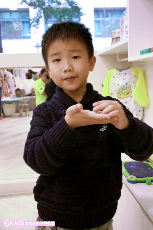 童裝品牌推薦麗嬰房-SIMPLE系列-可愛日系風格簡單舒適日本童裝-女童裝男童裝-媽媽包親子裝-娃娃床-麗嬰房生活體驗館-親子部落客grace媽媽的親子部落格 (1).jpg
