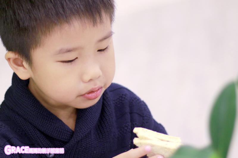 童裝品牌推薦麗嬰房-SIMPLE系列-可愛日系風格簡單舒適日本童裝-女童裝男童裝-媽媽包親子裝-娃娃床-麗嬰房生活體驗館-親子部落客grace媽媽的親子部落格 (17).jpg