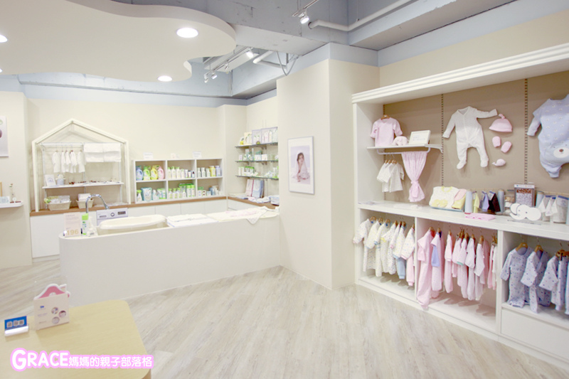 童裝品牌推薦麗嬰房-SIMPLE系列-可愛日系風格簡單舒適日本童裝-女童裝男童裝-媽媽包親子裝-娃娃床-麗嬰房生活體驗館-親子部落客grace媽媽的親子部落格 (25).jpg