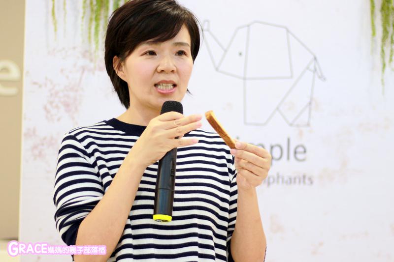 童裝品牌推薦麗嬰房-SIMPLE系列-可愛日系風格簡單舒適日本童裝-女童裝男童裝-媽媽包親子裝-娃娃床-麗嬰房生活體驗館-親子部落客grace媽媽的親子部落格 (20).jpg