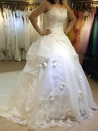 推薦1+1手工婚紗出租禮服工作室
